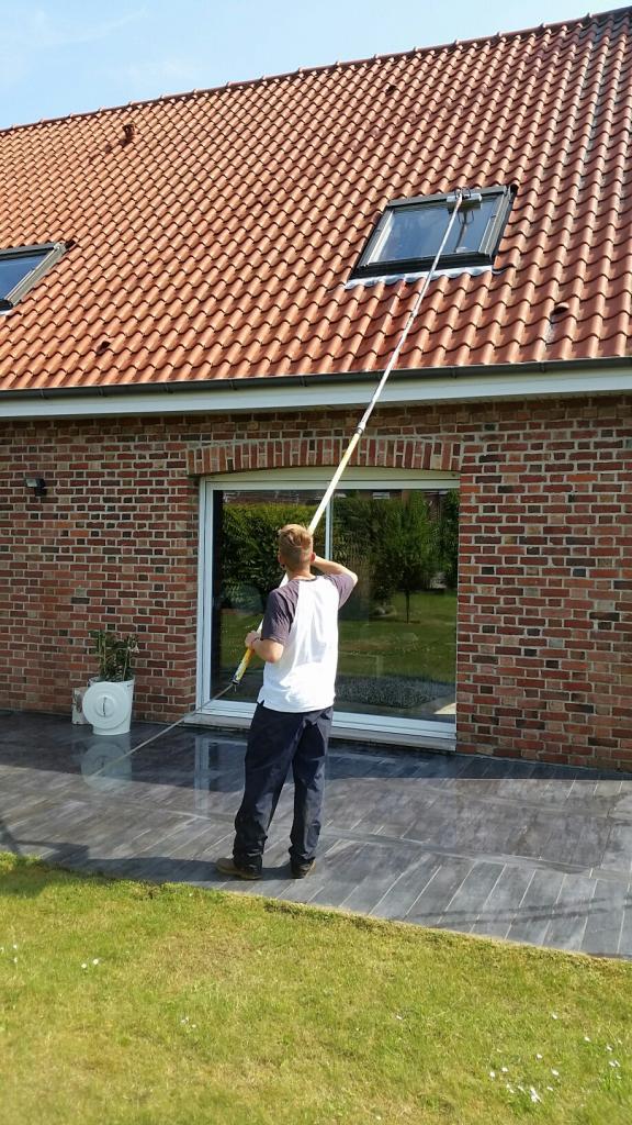 Nettoyage d'une fenêtre de toit
