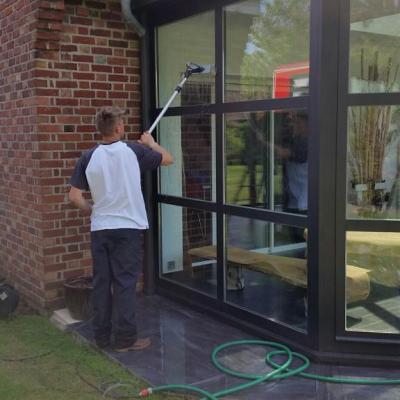Nettoyage de vitres verticales de véranda