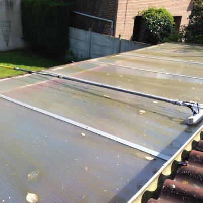 Avant nettoyage de toiture à l'eau pure